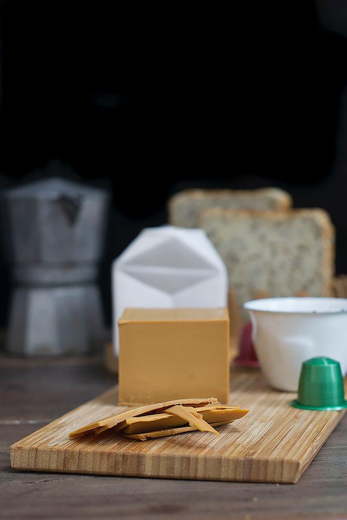 Brunost, queso dulce escandinavo.