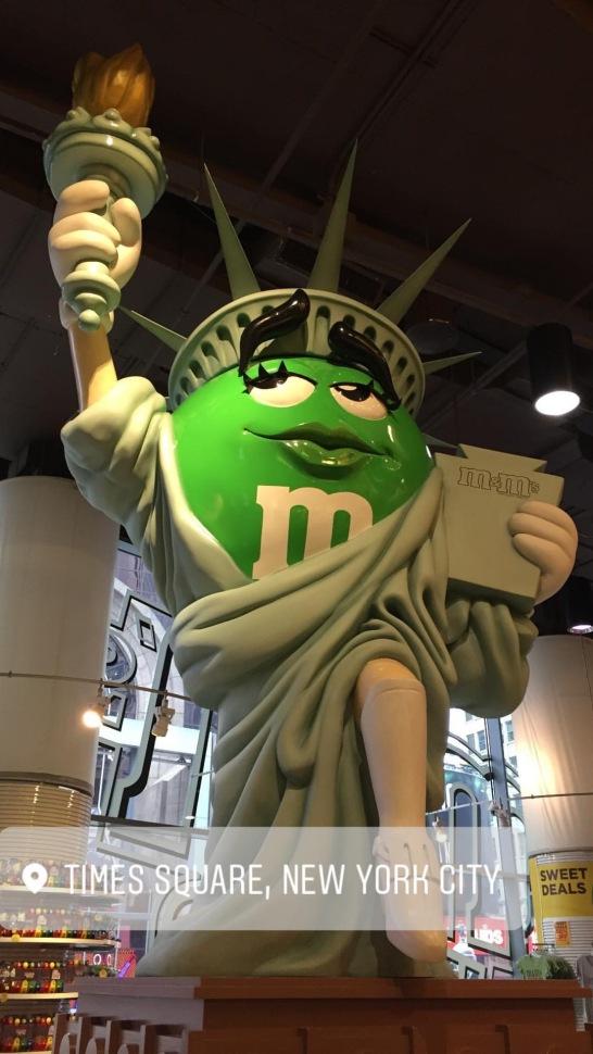 M&m estatua.